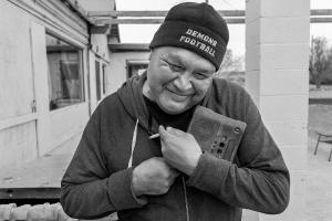 Arvin Fredricks with his portable radio. © Tomas Muscionico